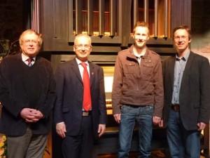 von links: Hartmut Köllner, Vorstand der Stiftung, Ernst Michael Sittig, Leon Jaekel und Gerd Weimar