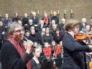 Ist die Geige das königliche Instrument? fragt Almut Lürbke sich und ihr Publikum.